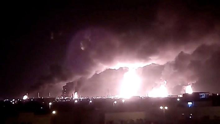 Los ataques con drones a las plataformas de la petrolera saudí Aramco, provocaron el aumento en los precios del petróleo (Foto: Reuters)