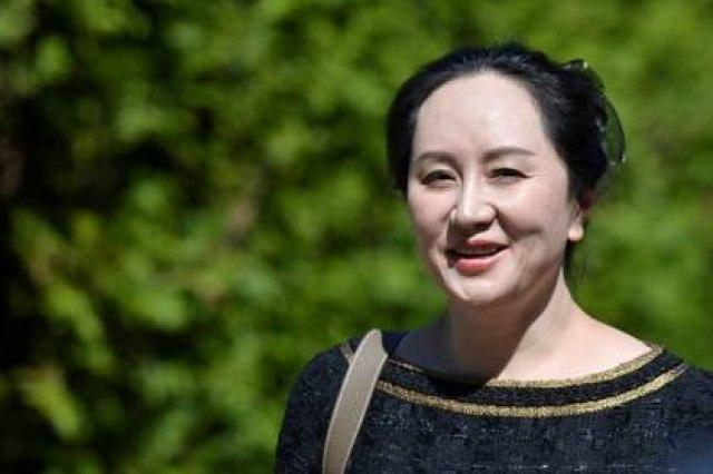 La presidenta financiera de Huawei Technologies, Meng Wanzhou, abandona su casa para asistir a una audiencia en la corte en Vancouver, Canadá, Mayo 27, 2020. REUTERS/Jennifer Gauthier