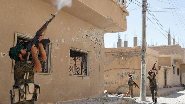 ISIS lanzó una contraofensiva para recuperar la ciudad de Raqqa (AP)
