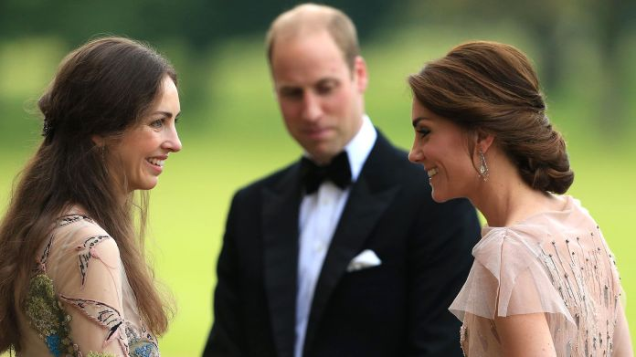William, la duquesa de Cambridge y Rose Hanbury durante un eventoreal en 2016(Grosby)
