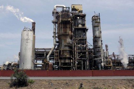 La refinería El Palito, que pertenece a PDVSA (REUTERS / Marco Bello / Archivo)