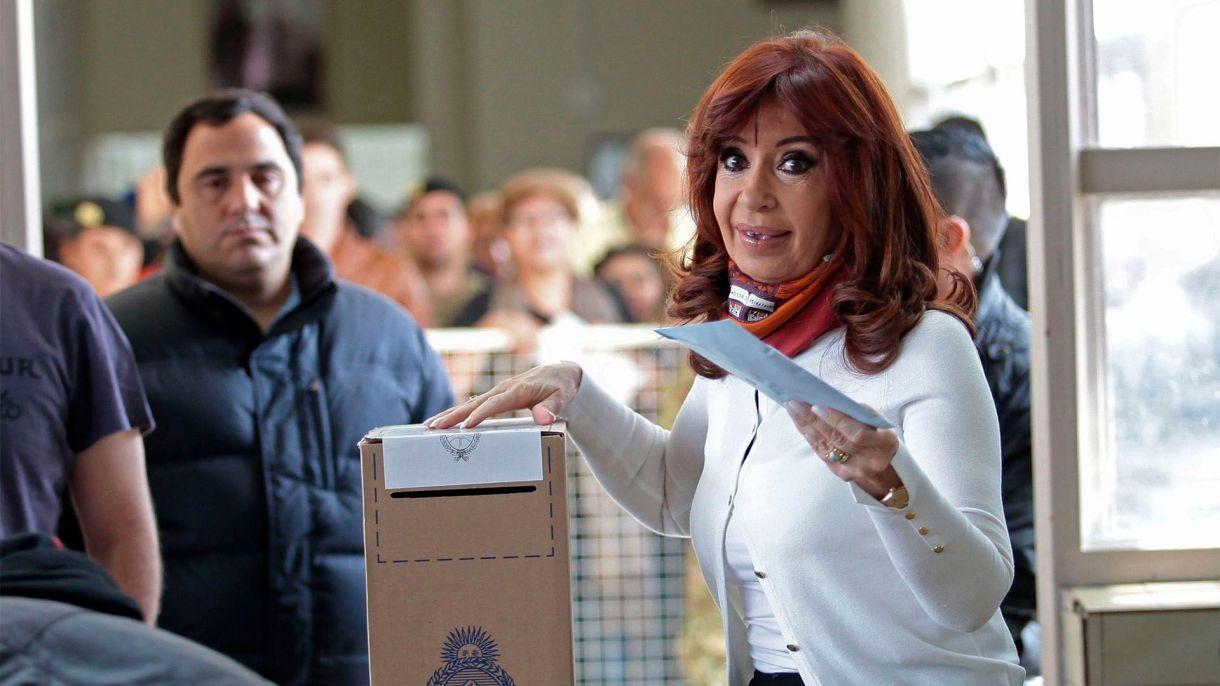 La ex presidente Cristina Kirchner está acusada de liderar una asociación ilícita que recaudaba coimas
