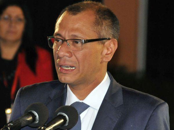 El actual vicepresidente Jorge Glas y candidato para el mismo puesto por el oficialismo, está salpicado por las denuncias de corrupción