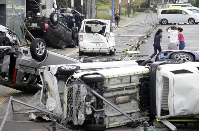 Esas de devastación en la ciudad de Osaka. (AFP)