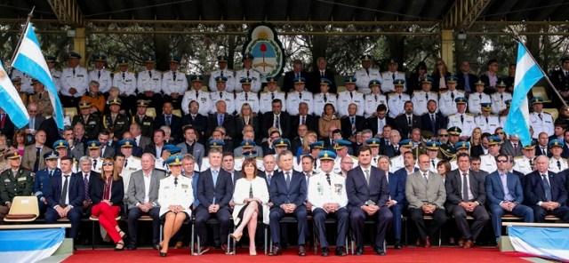 El presidente Mauricio Macri junto a la ministra Patricia Bullrich, en un acto con efectivos de la Policía Federal (NA)