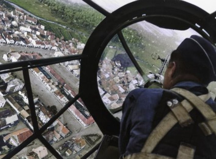 Un pueblo polaco visto desde la cabina de un bombardero alemán Heinkel 111 (Photo by ND/Roger Viollet via Getty Images)
