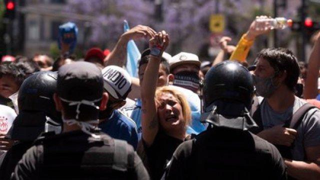 """Luis Cámera, aseguró que """"las aglomeraciones multitudinarias como las ocurridas el jueves pasado en la Plaza de Mayo en el velatorio de Diego Maradona traen aumentos de casos"""" (Adrián Escandar)"""