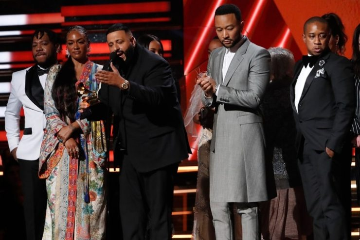 DJ Khaled y John Legend, junto a la familia de Nipsey Hussle (REUTERS/Mario Anzuoni)