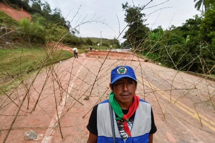 La protesta indígena en Colombia se ha mantenido por más de 20 días. (Photo by Luis ROBAYO / AFP)
