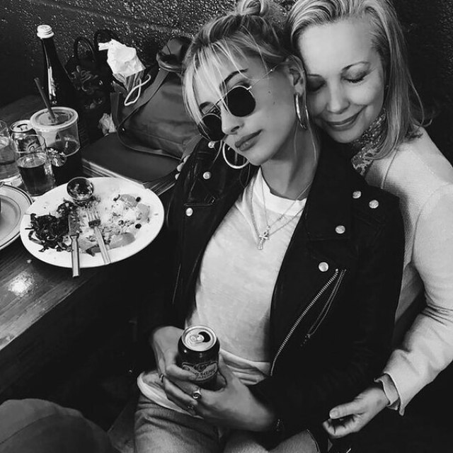 Hailey con su madre, Kennya Deodato (Grosby)