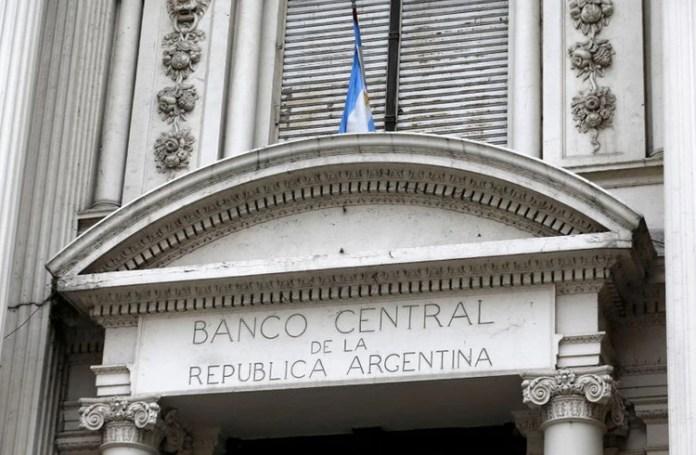El Banco Central liberó encajes para destinarlos a préstamos a tasas moderadas para pymes (Reuters)