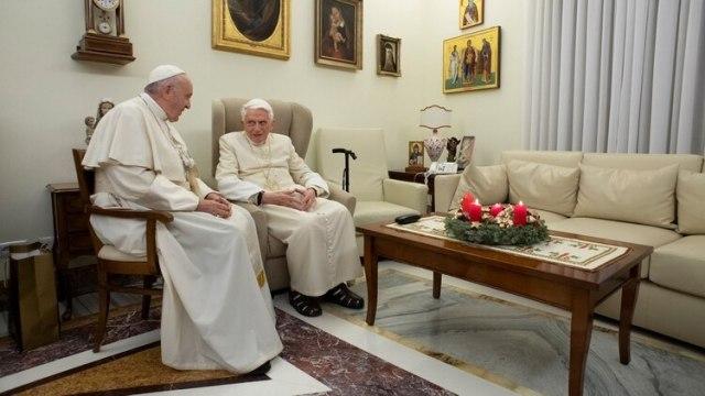 El papa Francisco y su antecesor, Benedicto XVI en una fotografía de archivo (Reuters)