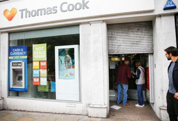 Algunos clientes se acercaron a las oficinas londinenses para intentar obtener algún tipo de información
