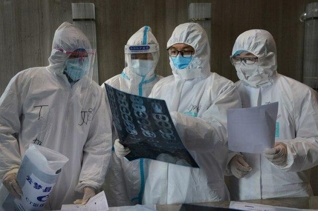 La cantidad de casos confirmados del Covid-19 es mucho más alta de lo esperado: superó los 80.000, con más de 2.500 muertes. (China Daily via REUTERS)