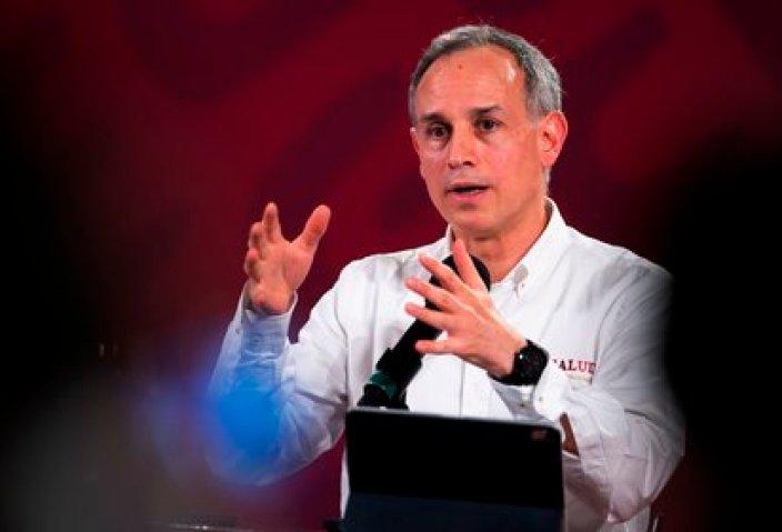 López-Gatell señaló que hay factores específicos para determinar si una persona está en riesgo de contagio de COVID-19 (Foto: EFE)