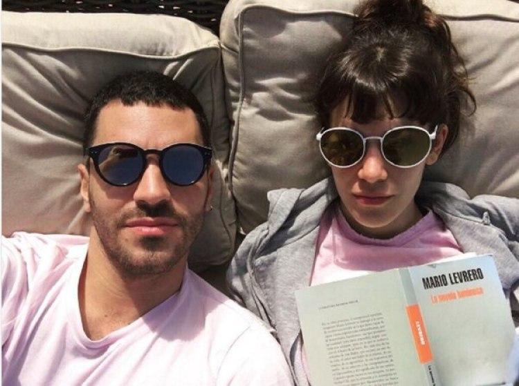La pareja comparte románticas fotos en las redes sociales