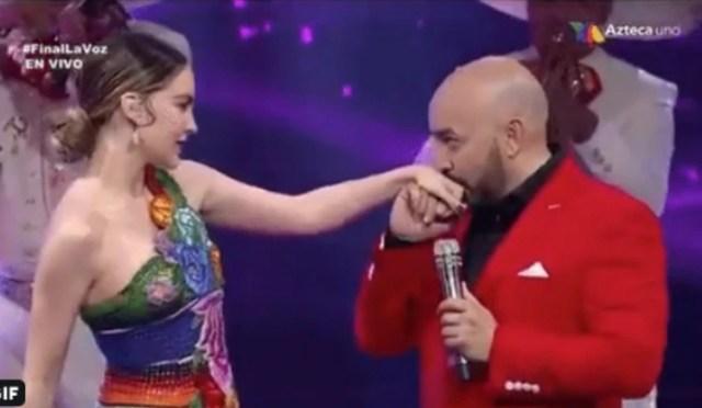 Lupillo besó la mano a Belinda (Twitter)