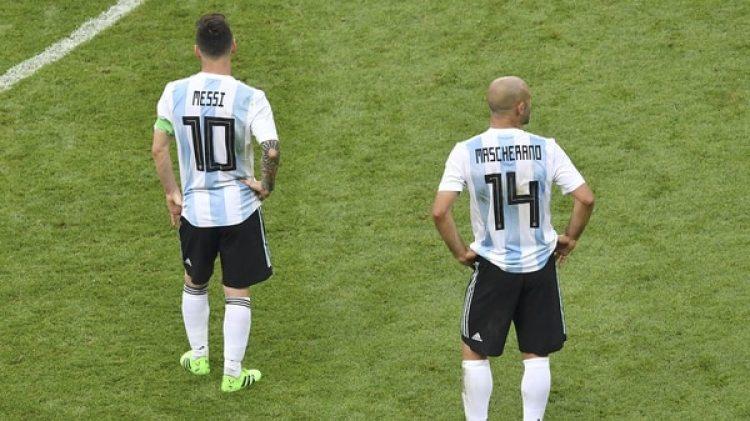 Lionel Messi y Javier Mascherano, en la mira de Alejandro Fantino (AFP PHOTO)