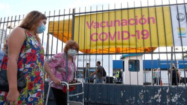 El Gobierno informó que adoptará la estrategia de la vacunación diferida para inocular a la mayor cantidad de personas posible (Maximiliano Luna)