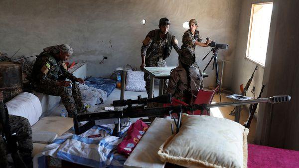 Los combates son cada vez más brutales mientras se acercan al corazón del ISIS (Reuters)