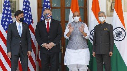 El secretario de Estado de EEUU Mike Pompeo y el secretario de Defensa de EEUU Mark Esper junto al canciller indio Subrahmanyam Jaishankar y al ministo de Defensa indio Rajnath Singh durante el encuentro de este martes en Nueva Delhi (Adnan Abidi/AP)