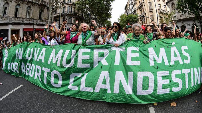 """Fernández dijo que la ley para legalizar el aborto también """"se postergó por la urgencia, pero está pendiente"""""""