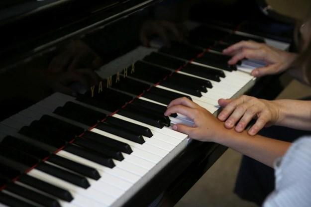 Se aprenderá cómo usar diferentes herramientas tecnológicas para optimizar la producción musical. REUTERS/Costas Baltas