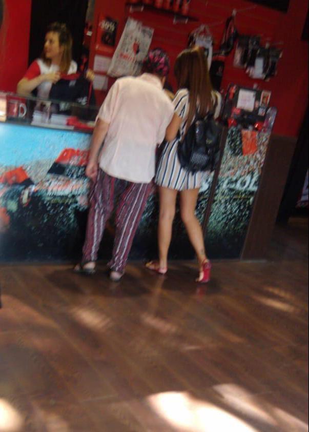Antonela Roccuzzo en la tienda oficial de Newell's (Foto: @chinoodisio)