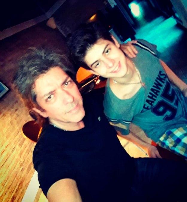 Guillén junto a Valentino, su hijo mayor (@gustavoguillenok)