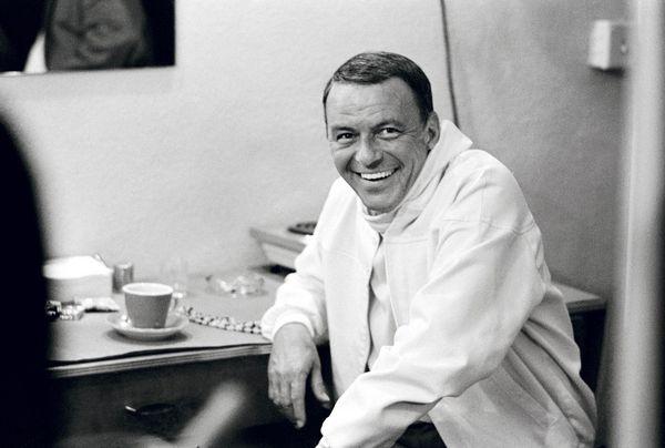 Frank Sinatra, la leyenda de la canción del siglo XX, en bambalinas.