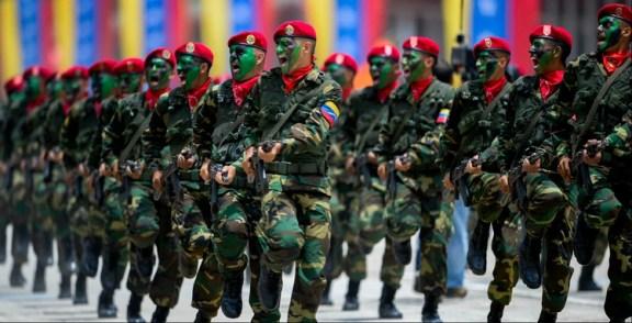 El Ejército venezolano tiene un importante arsenal de fabricación rusa, pero la falta de recursos y la crisis económica ha puesto en dudas el estado en el que se encuentra (AFP)