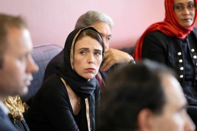La primera ministra de Nueva Zelanda, Jacinda Ardern, durante un encuentro con la comunidad musulmanatras la tragedia de Christchurch. (Oficina de la Primera Ministra via Reuters)