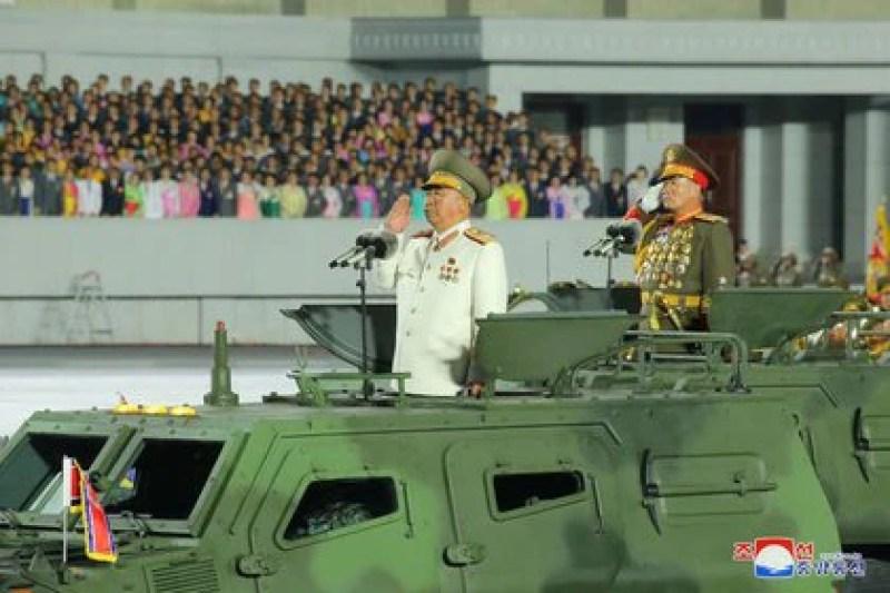 Corea del Norte conmemora el 75 aniversario de la fundación del gobernante Partido de los Trabajadores con un desfile militar en Pyongyang (KCNA/Reuters)