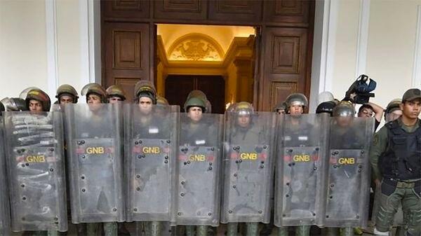 Efectivos de la GBNno dejaron pasar a diputados opositores el martes (@ReporteYa)