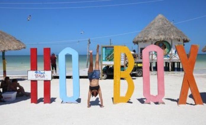 HOLBOX, QUINTANA ROO, 16MARZO2019.- Turistas nacionales y extranjeros disfrutan de las arenas blancas en la isla de Holbox FOTO: ELIZABETH RUÍZ /CUARTOSCURO