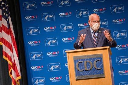 El director de los Centros para el Control y Prevención de Enfermedades (CDC, en inglés) de EEUU, Robert Redfield. EFE/EPA/JENNI GIRTMAN/Archivo