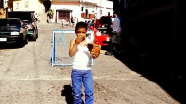 En el documental de Leo Flores sobre El Petare los habitantes de ese barrio marginal de Caracas hablan sobre sus penurias cotidianas