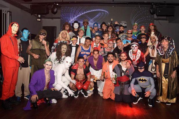 Fabián Cubero organizó la simpática fiesta de disfraces del plantel de Vélez