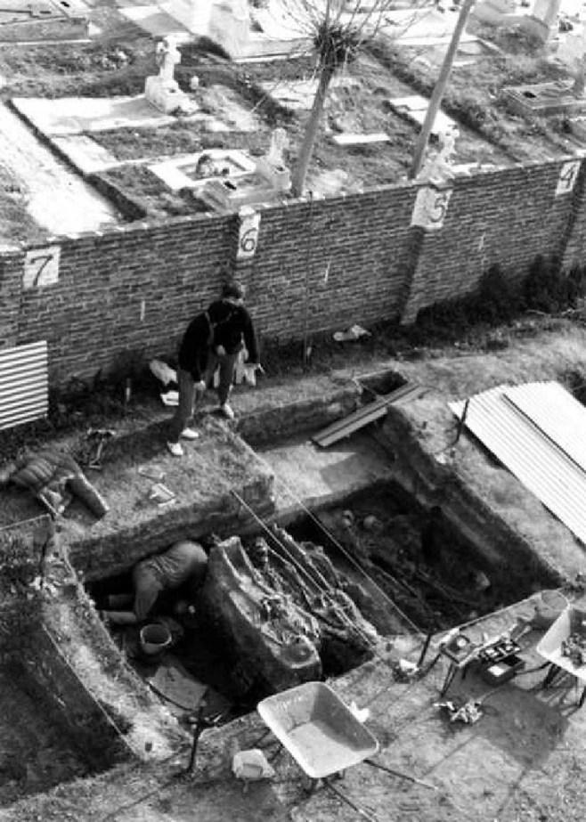 El EAAF trabajando en más de 150 cuerpos encontrados en el Cementerio de Avellaneda (Gentileza El Numeral)