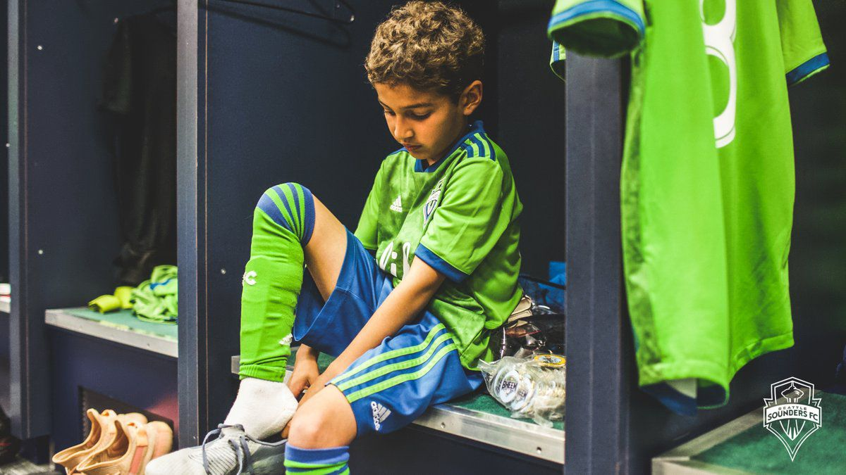 Bheem Goyal se cambió en el vestidor del estadio, comió con los jugadores y convivió con su ídolo Stefan Frei. (Foto: Twitter)