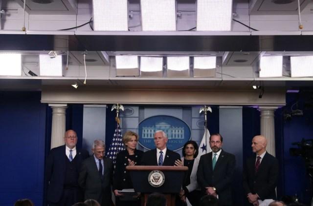El vicepresidente de los Estados Unidos Mike Pence durante la conferencia de prensa de ayer