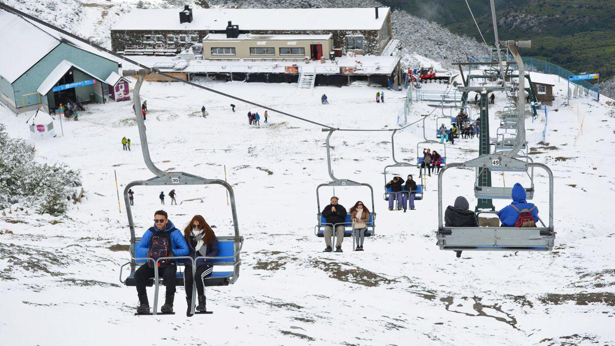 """Hoteles, empresas turísticas y de transporte estudiantil de Bariloche refuerzan la limpieza y medidas de higiene ante el """"norovirus"""" (Foto: Jorge Wohlert)"""