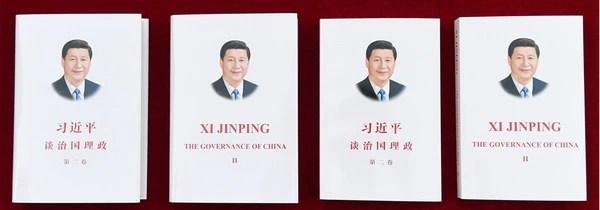 Portadas de las ediciones en chino e inglés del nuevo libro de Xi Jinping (Xinhua)