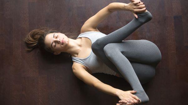 Estirarse es bueno para cualquier persona, sin importar la edad o actividad a la que se dedique (iStock)