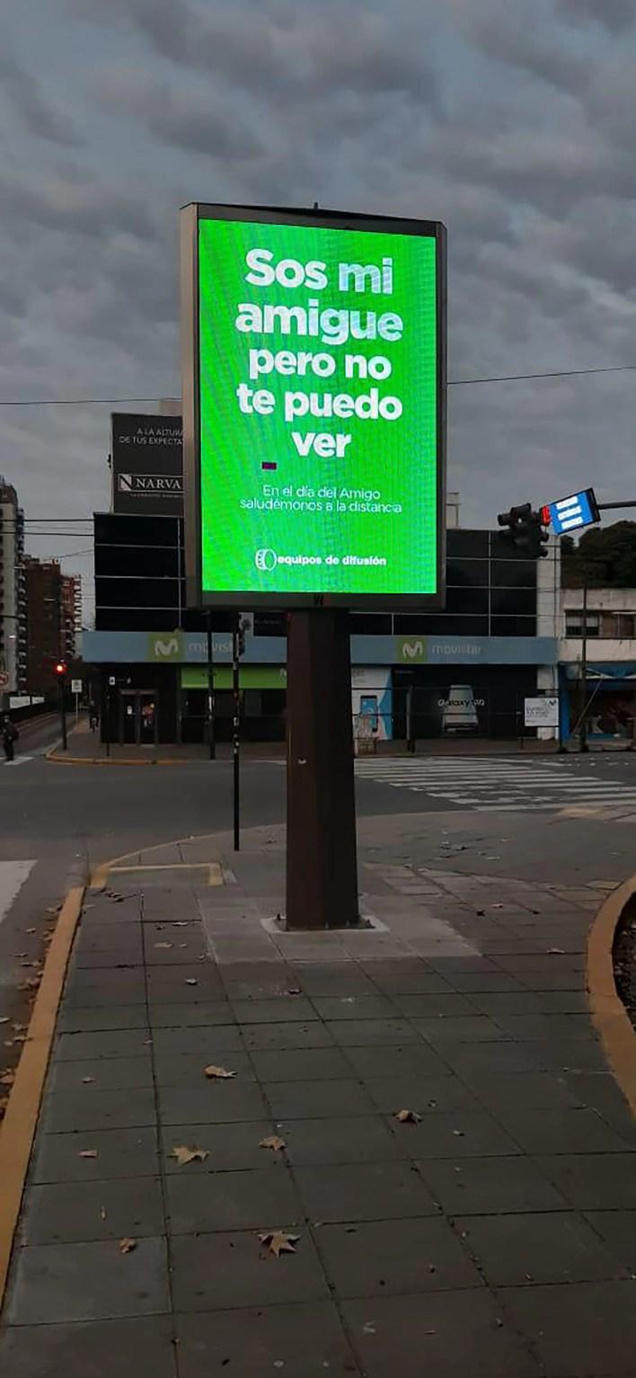 Carteles cuarentena día del amigo argentina