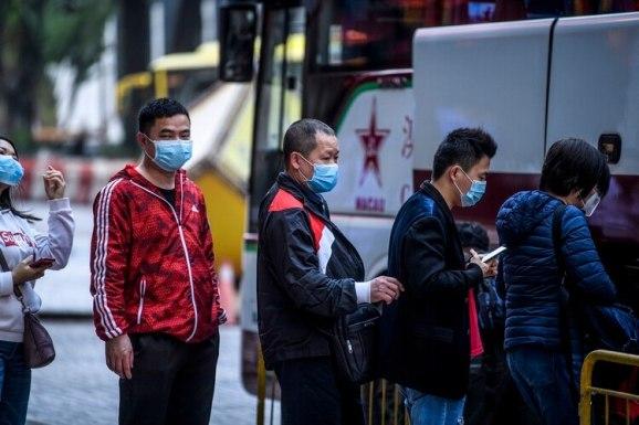 En China se registraron hasta el momento al menos 17 muertos por el coronavirus (Photo by Anthony WALLACE / AFP)