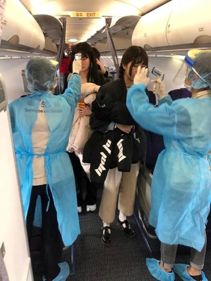 Aeropuertos de varios países están implementando sistemas de detección de vuelos procedentes de Wuhan (REUTERS)