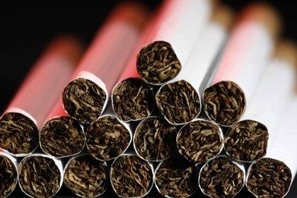 """Comenzar a fumar en la adolescencia es """"un factor determinante y poco apreciado de la mortalidad cardiovascular en la edad adulta"""", algo que actualmente se aplica a 5 millones de fumadores en los Estados Unidos si no dejan de fumar. (EFE/Jeffrey Arguedas)"""