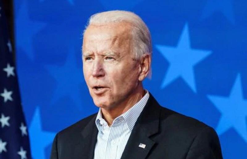 El candidato presidencial demócrata Joe Biden habla con los medios de comunicación sobre los resultados presidenciales, en Wilmington, Delaware, el 5 de noviembre de 2020 (Reuters/ Kevin Lamarque)