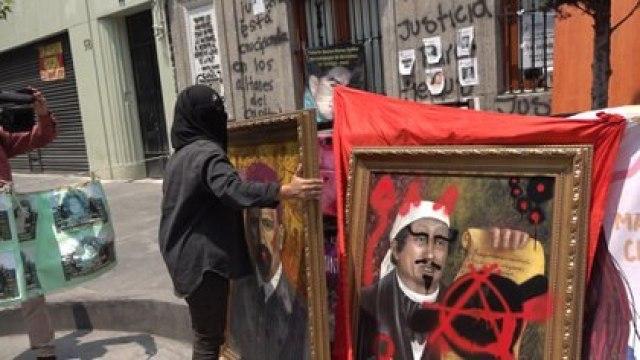 Desde la semana pasada, las activistas mantienen una toma en el edificio y lo han convertido en un refugio (Foto: Infobae México)